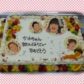 大きなケーキで、みんなとお祝^^